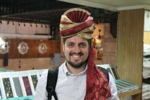 Ricardo trying out a turban in New Delhi.